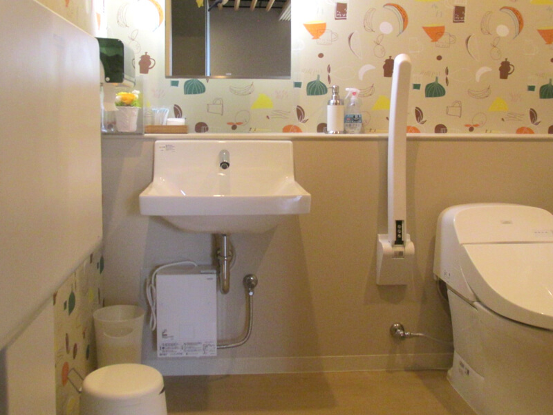 カフェ ルント おむつ交換台付きトイレ